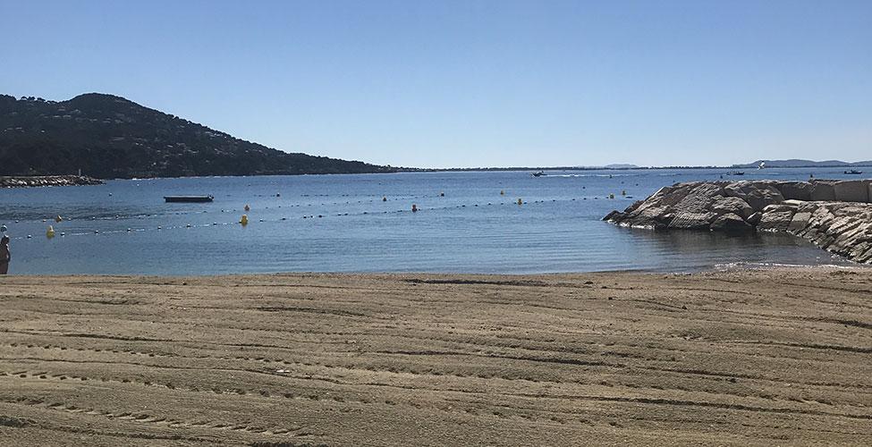 La plage Peno devant le restaurant